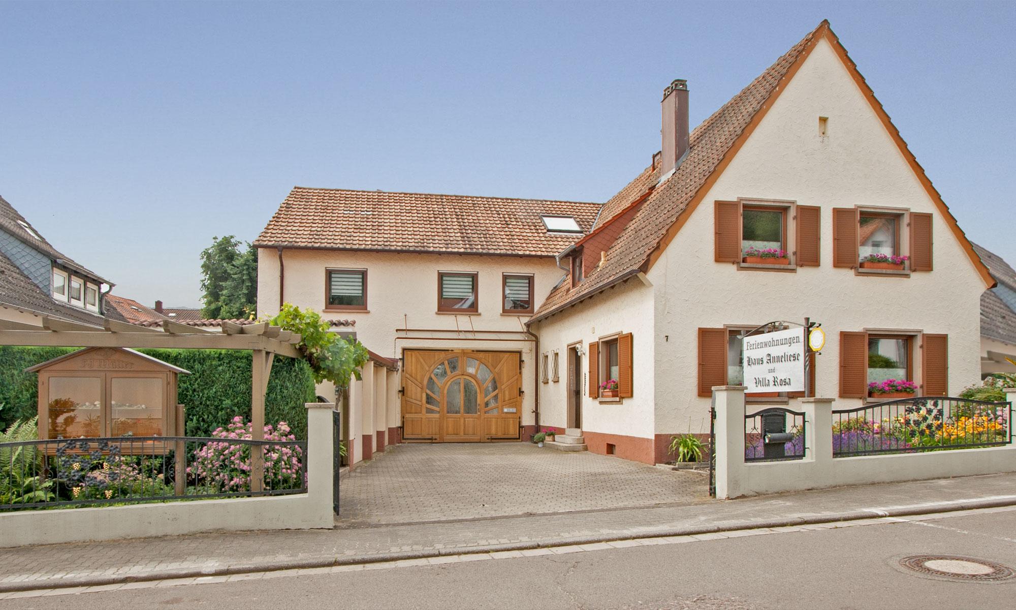 Ferienwohnungen Anneliese und Villa Rosa